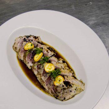 Tataki de atún rojo con jugo de yuzu y kumquat